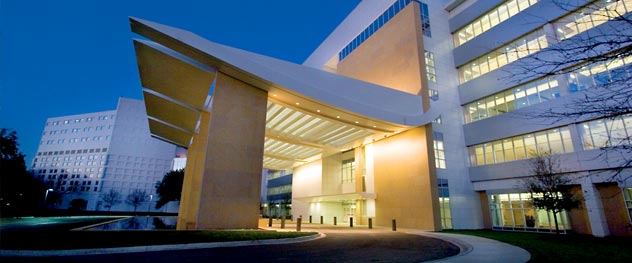 Entrance to Mayo Clinic Hospital in Jacksonville, Florida.